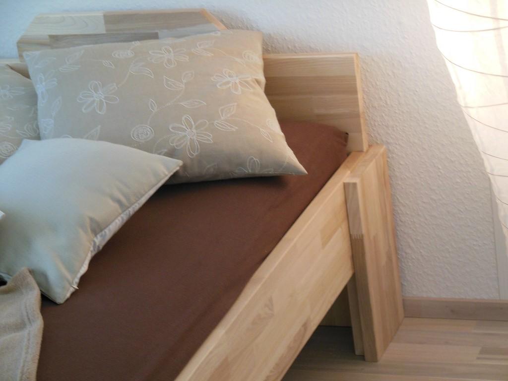 massivholzbett buche einzelbett mit fuss i 80cm 18mm 200cm 40cm im onlineshop betten. Black Bedroom Furniture Sets. Home Design Ideas